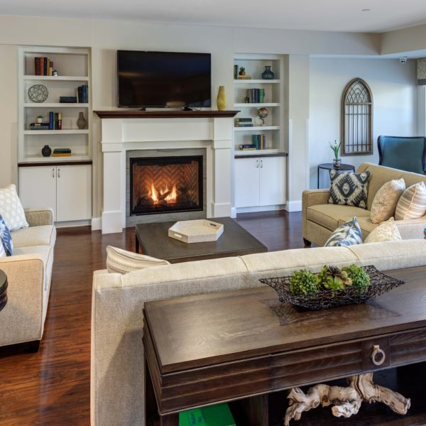Sitting room with couches, fire place and finishes