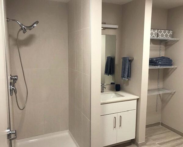 Harolds Square - Bathroom